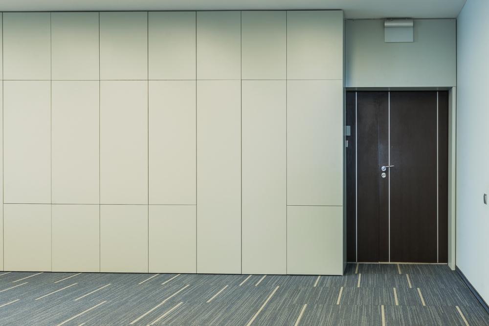 Настенные панели из ДСПв офисе компании Colliers, в БЦ Гулливер