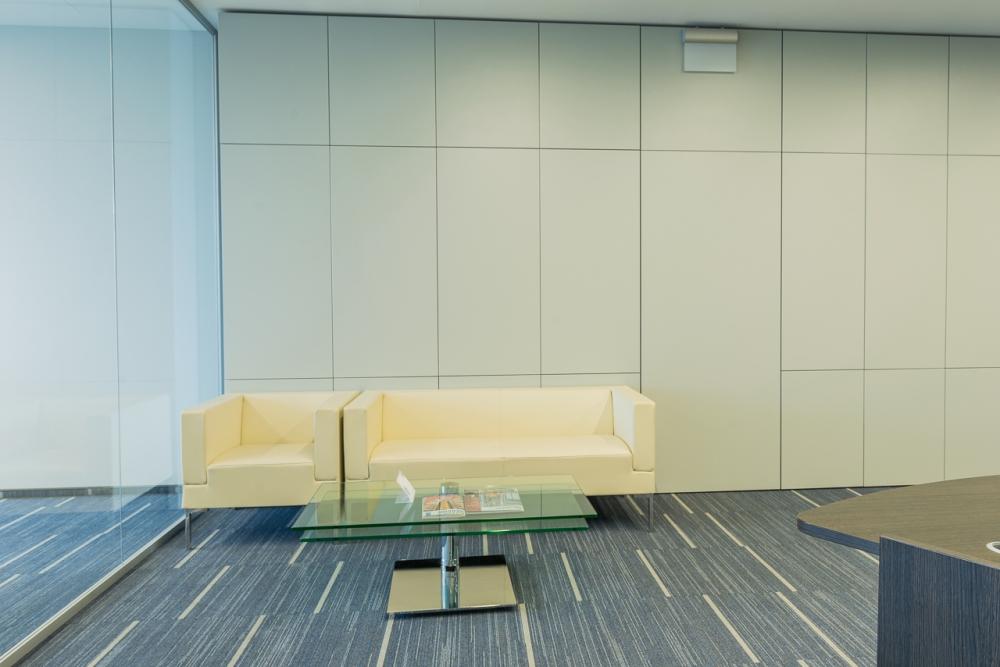 Настенные панели из ДСП в офисе компании Colliers, в БЦ Гулливер