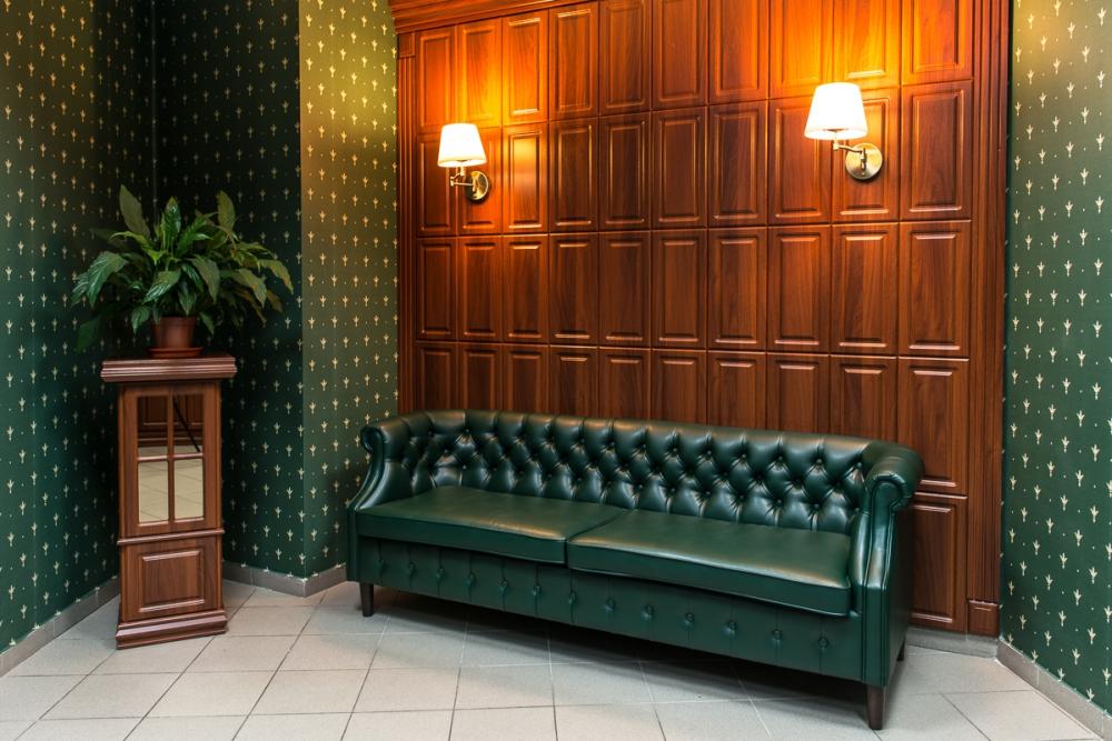 Настенные панели из дерева на стенах в офисе компании EPAM
