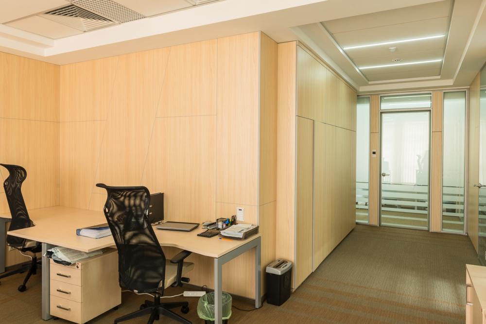 Настенные панели из ДСП в офисе IT-компании