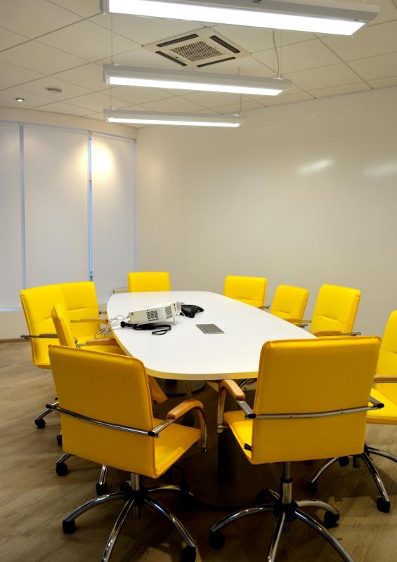 Реализация комнаты для совещаний на 10 человек