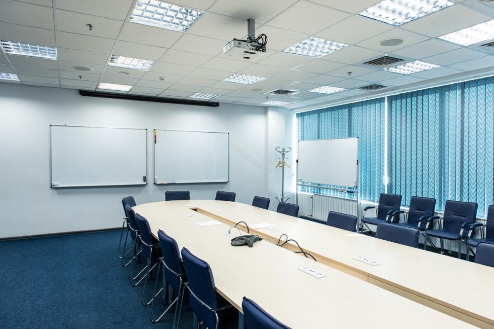 Вместительный стол для конференций из МДФ от компании Зест
