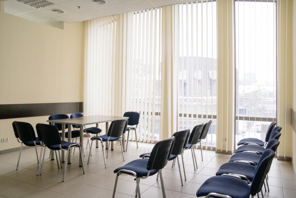 Стулья для залов и конференций. Большой выбор моделей и расцветок