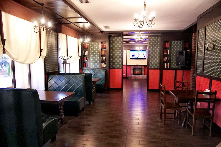 Ресторан Roman'S мягкая мебель и столики