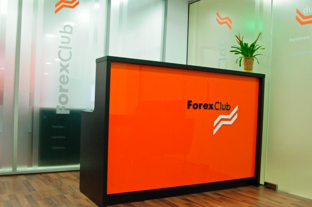 Рецепция для киевского офиса ForexClub. Материал: Крашеный МДФ, пластик.цф