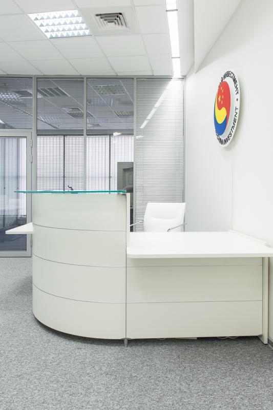 Ресепшн главного офиса компании Ukr China Investment. Материал: Металл, крашеный МДФ, пластик