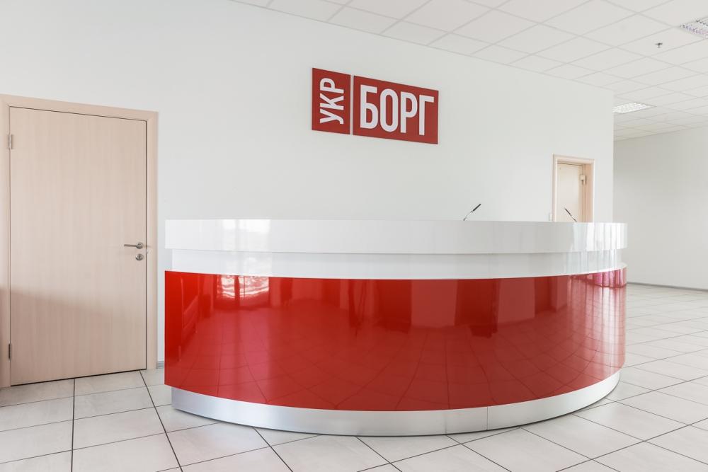 Входная группа главного офиса компании УКРБОРГ. Материал: Металл, крашеный МДФ, пластик