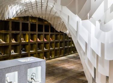 Мебель для особенного бутика со стилизацией под пещеру
