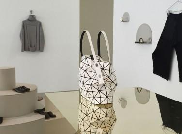 Мебель для концептуального магазина женской одежды